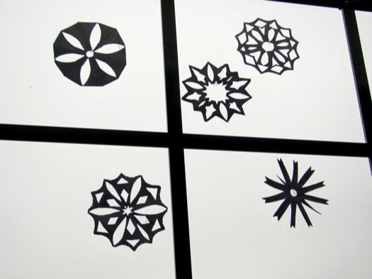 Paper Snowflakes 101: How to Cut Paper Snowflakes