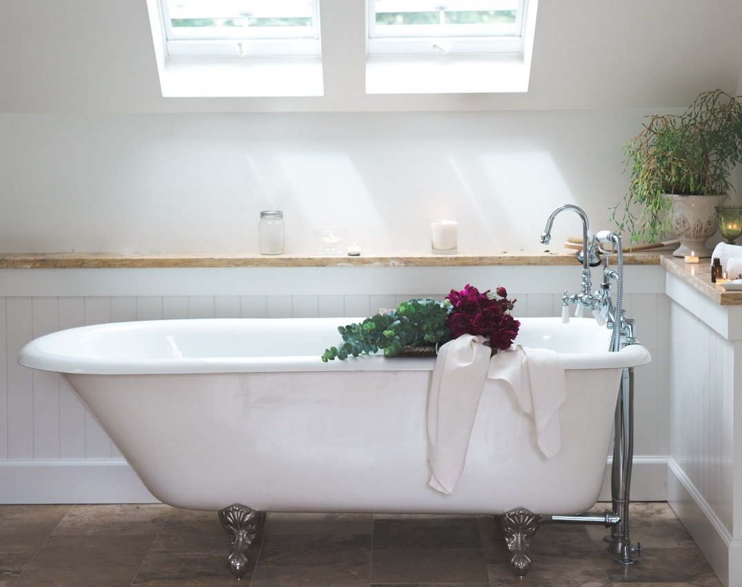 Clawfoot tub, flowers, clean bathroom